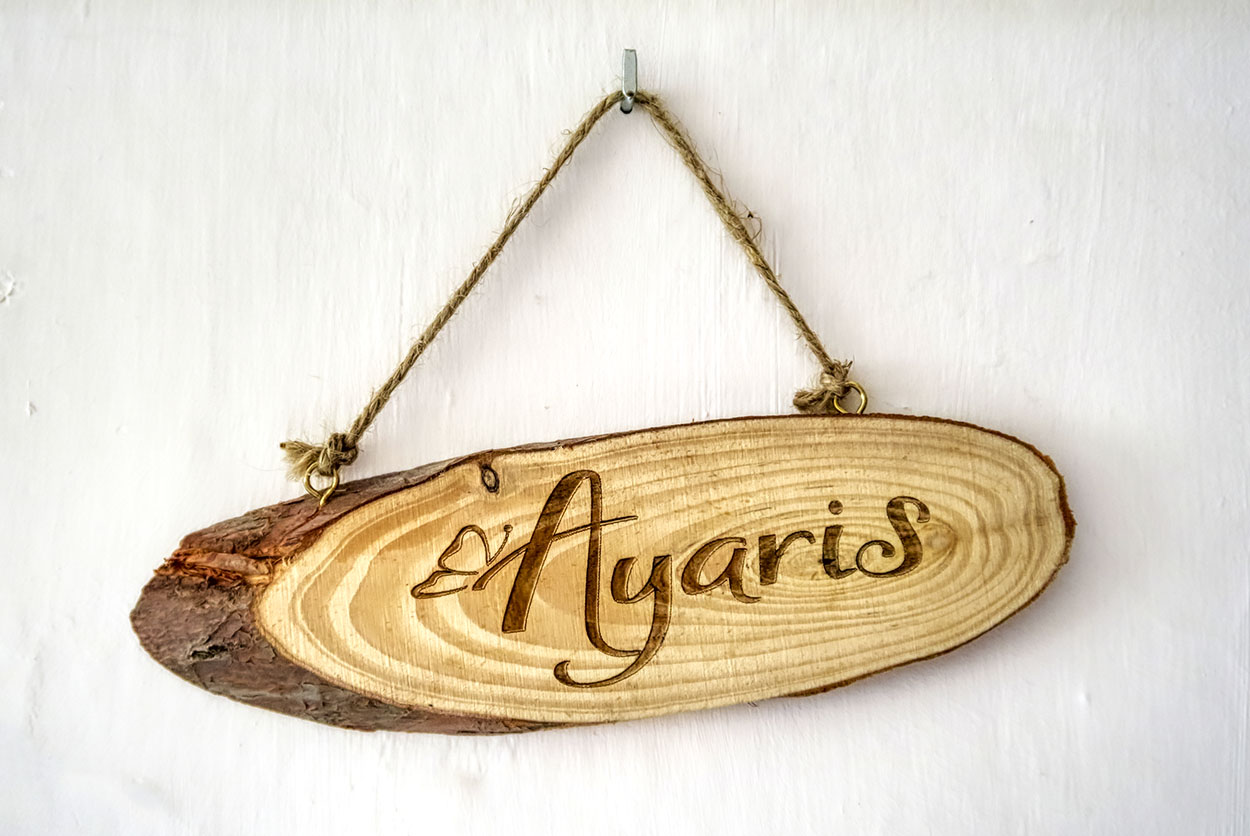 Grabado nombre en madera